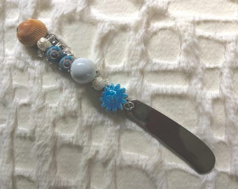 Seashell Cheese / Butter Spreader. Jeweled Cheese Spreader. Beaded Butter Knife. Summer Entertaining, Hostess Gift. Housewarming Gift. Blue.