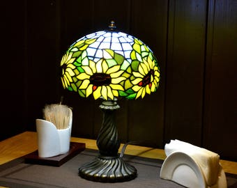 Sunflowers Tiffany lamp. Tiffany desk lamp. Stained glass Home decor. Tiffany lampshade. Summer decor. Stained glass art. Tiffany glass