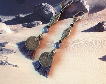 Nomadic earrings ethnic, jade and tassels in grey and bronze metal ethnic beads.