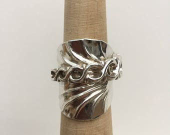 Sterling Silver Antique Spoon Ring  - Shell Design- Size Q, Vintage jewellery