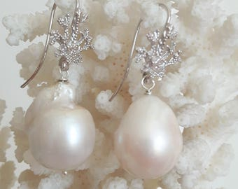 White Baroque pearls and coral earrings in Silver 925