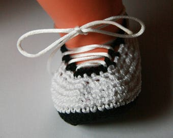 Booties crocheted black and white - newborn to 3 months