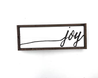 Joy Handcrafted Wooden Christmas Sign // Christmas Wreath Sign // Rustic Sign // Farmhouse Christmas Sign // Hand Painted Wood Sign