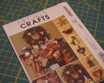 Fat Quarters Christmas Items - Stockings, Pillow, Garland & Ornaments - McCall's Crafts 4990 NIP (out of print)