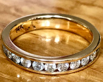 Beautiful vintage 14ct diamond half eternity ring