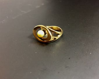 Vintage 14K yellow gold ring with pearl, weight 5.4 grams, size 5.25