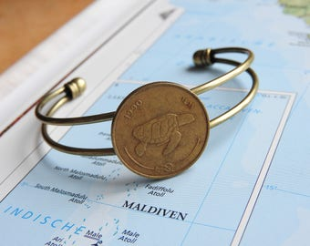 Maldiven coin cuff bracelet - 2 different designs - made of an original coin from Maldives - turtle - sailboat - Island - travellife