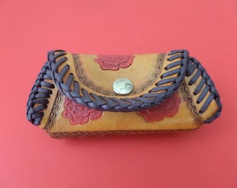 Leather coin purse / Canadian made / STOCK # 7068 B .