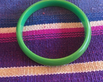 Vintage Chartreuse Bakelite Bangle