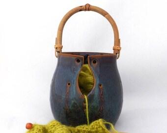 Grand bol à laine brun aux effets bleutés avec anse, grès