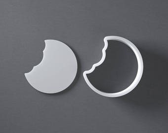 Bitten cookie cookie cutter