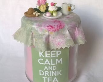 """Keep calm and drink tea"" candle green and pink"