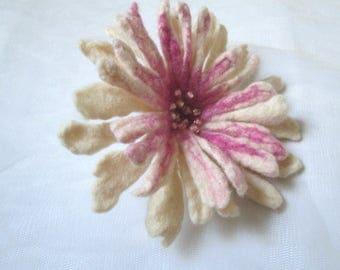 Felted flower,Felt flower,Flower brooch,Wool Jewelry, Felt Flower Pin, Wool Brooch, Gift for her, White flower brooch,Brooch