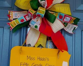 Wooden School Bus with Back to School Bow Door Hanger, Teacher Wreath, Classroom Wreath, School Wreath, Front Door Wreath, Teacher Hanger