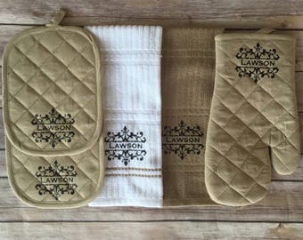 Oven Mitt Set - Personalized Wedding Gift - Housewarming Gift - Engagement Gift - Christmas Gift for Her - Mother's Day Gift