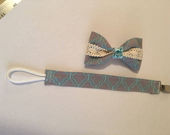 Ser of Baby Hair Bow and Matching Pacifier Clip