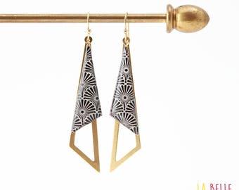 Earrings are made of resinees black Japanese pattern