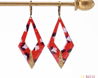 Diamond floral motif in red and glitter resin earrings