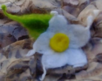 Flowers felting brooch