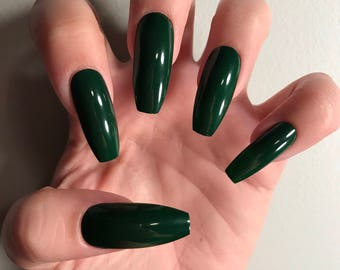Mistletoe Green Acrylic Nails