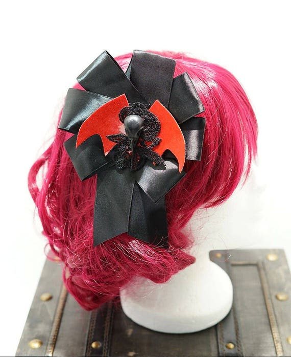 Raven Gothic red bat black bow hairpin brooch / bat with resin r Schaedelchen's black bow hair clip and brooch