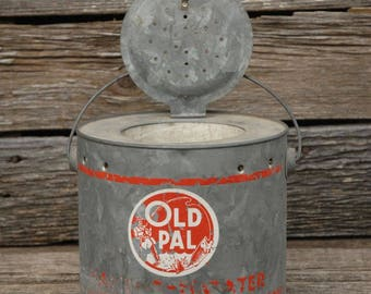 Floating Minnow Bucket with attached lid, Old Pal Pail