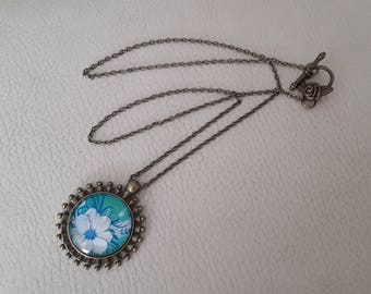 Necklace with 25 minutes floral lace and flower clasp