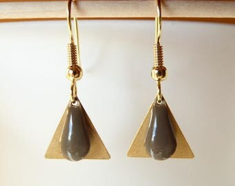 Golden triangle and Earring drop sequin taupe gray
