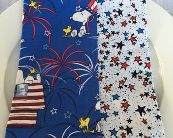 """Snoopy and Woodstock Patriotic Pizzazz Cloth Napkins 17""""x17"""" Set of 6"""