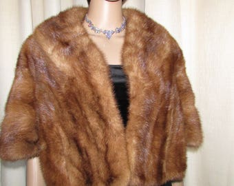 vintage superbe light brown mink fur stole capelet/  élégante et chic étole de vison brun pâle  medium