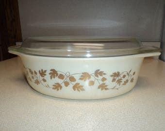 Vintage Pyrex 2 1/2 Quart Golden Acorn Casserole with Lid