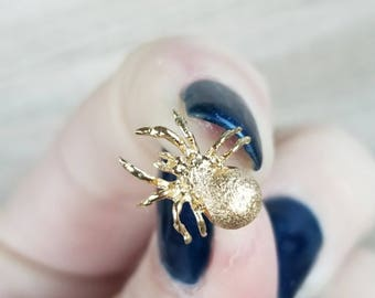 Adorable spider lapel pin in 14k yellow gold