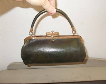 Incredible French Petite Leather Gladstone Bag Doctor's style Bag Sac de Medecin from the 1800's, great condition.