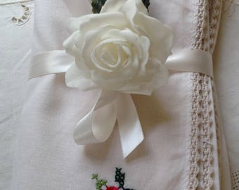 6 vintage ivory linen napkins place settings hand embroidered rose