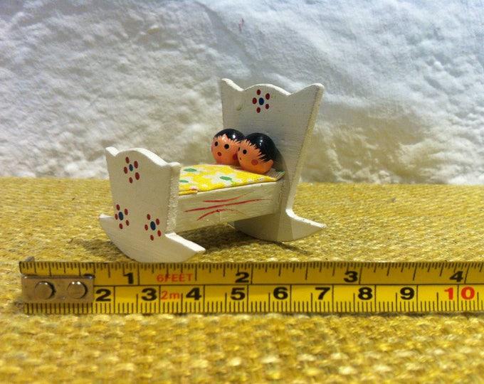 Vintage Miniatur Dollhouse Dolls, Toys, Figure bed decorativ accessoires