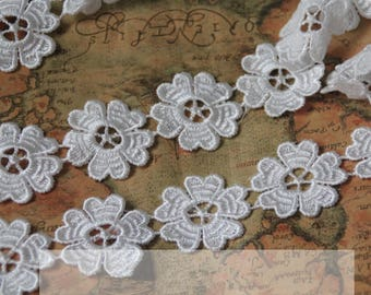 Vintage White Solubility Embroidery Lace Trim 0.90 Inches Wide 1   Yards/ Craft Supplies, WL838