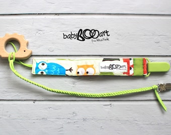 Pacifier holder set | 2 pacifier clips + wooden toy |  Soother Clip | baby boy | pacifier holder | pacifier clip | Green | Binky Dummy clip