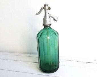 Vintage green glass Seltzer bottle * French vintage glassware * farmhouse home decoration * French soda siphon bottle * vintage barware