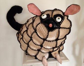 Krunch creature decorative unique mi-lemurien mi-tatou