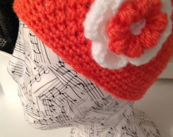 Girls 4-5 yrs Lovely handmade beanie with side motif in Rust