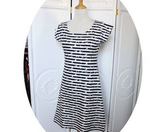 Dress P' little sailor Basic, short dress in cotton jersey has black and white stripes jersey striped black and white flocked dress silver