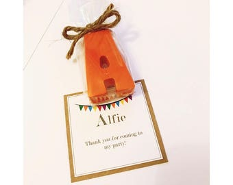 Childrens wedding favours/ party favours / party bag fillers / childrens party / crayola crayons / personalised party favours