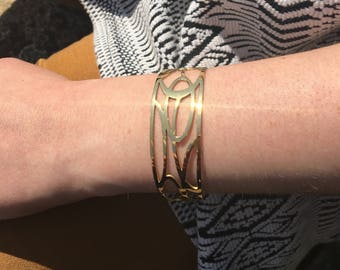 Bracelet/bangle gold interlaced rings and ovals