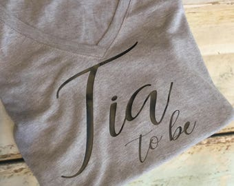 Tia To Be Shirt Aunt To Be TShirt Aunt Shirt Auntie V-Neck Pregnacy Announcement Shirt Pregnancy Shirt