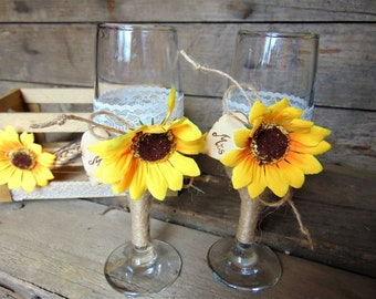 Mr & Mrs Glasses,Wedding Toasting Glasses Rustic Toasting Flutes, Sunflower Wedding,Sunflower Glasses,Personalised Glasses,Country Wedding