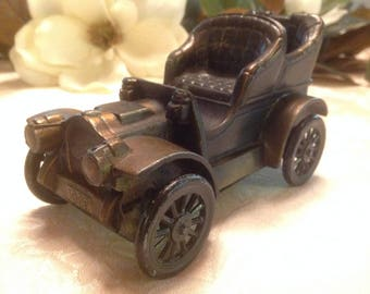 Piggy Bank / Antique Car / 1906 Oldsmobile / Banthrico / Metal Piggy Bank