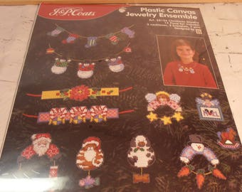 plastic canvas Christmas jewelry ensemble A17