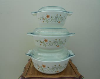 Pyrex by Corning  set of 3 casserole dishes with lids