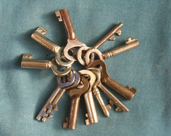 vintage lot of 12 Locks Lock skeleton key keys made of tape of metal 1960's 1970's very nice #16