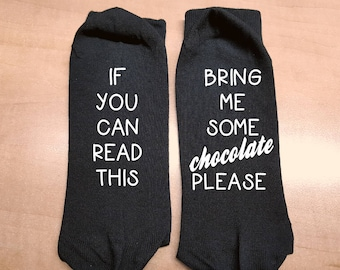 Socks - If you can read this bring me a  glass of wine -  fun socks - text socks - fun gift -holiday - birthday